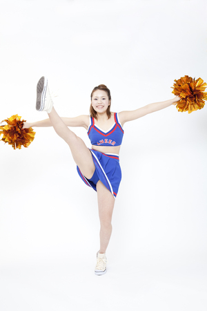 urge: Cheerleader to raise one leg