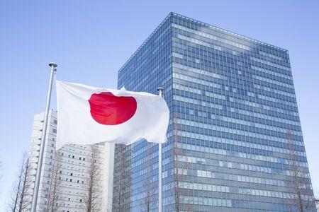 competitividad: Bill y bandera japonesa