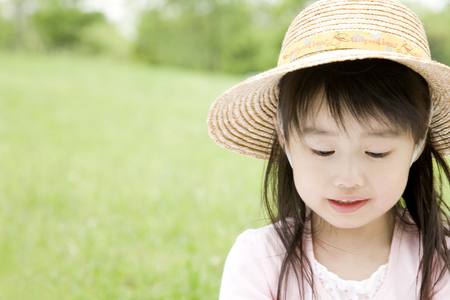 suffered: Girl who suffered a straw hat