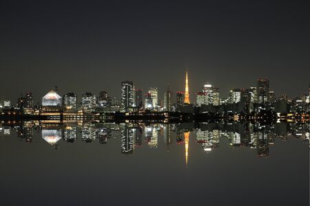 Night view of Tokyo Tower and buildings 에디토리얼