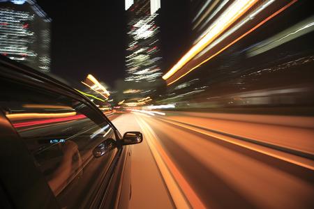 manejando: Conducir a través de