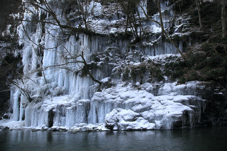 upstream: 30 hammer icicles