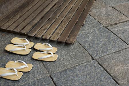 sandalias: sandalias de cuero con suela y Sunoko Foto de archivo