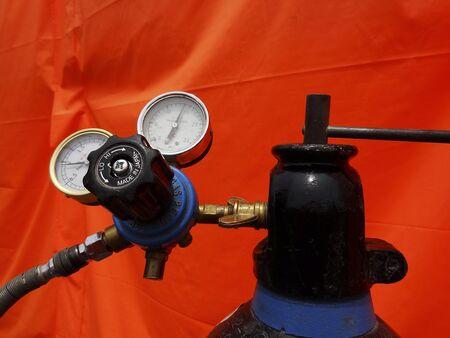 アセチレンガスの圧力計