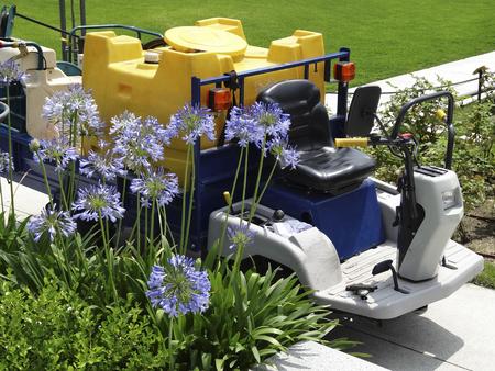 desinfectante: Tanque del pulverizador Desinfectante de parque Foto de archivo