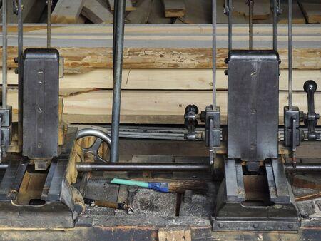 電気鋸製材所