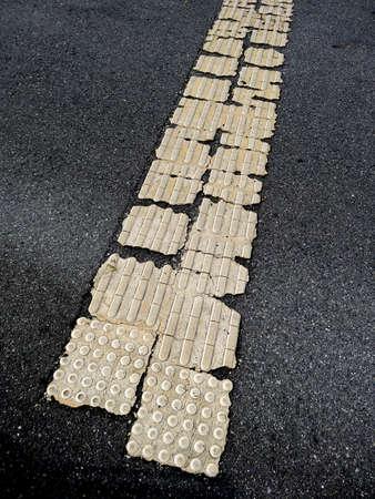 braille: Panel Braille que dañó la carretera Foto de archivo
