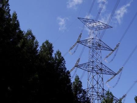 transmission line: High-voltage transmission line