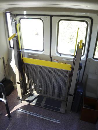 マイクロバス、車椅子が乗ることも