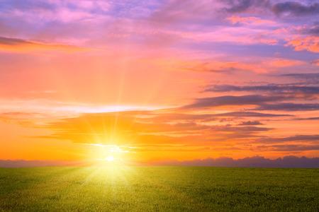 amanecer: Salida del sol del prado