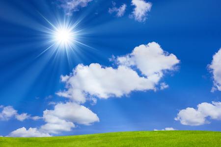 Blauwe lucht en zon Stockfoto