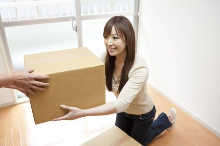 receive: Woman to receive the cardboard