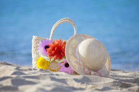 chapeau paille: Straw hat and bag Banque d'images