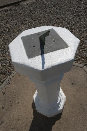 reloj de sol: Instalado en el sitio de faro era el reloj de sol Foto de archivo