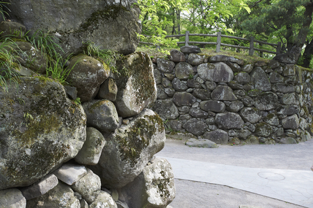 yearning: Kind regards to the old stone wall here