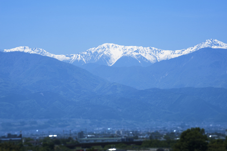 par�?s: Southern Alps of snow as seen from the central high speed