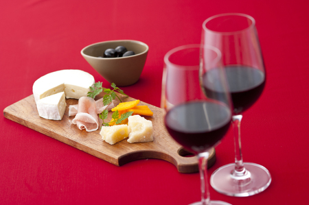 cheese platter: Cheese platter and red wine