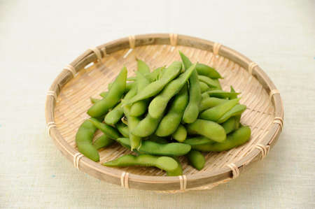 entered: Edamame that has entered the sieve