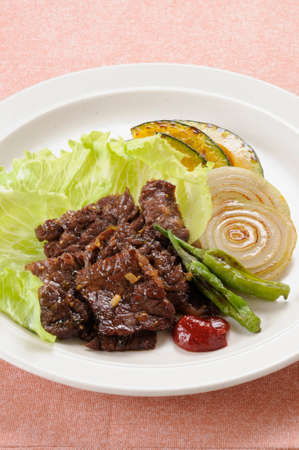 roast meat: Sauce with grilled meat