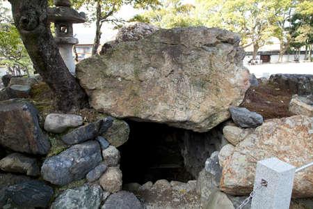 mausoleum: Oyahon Mausoleum in caves