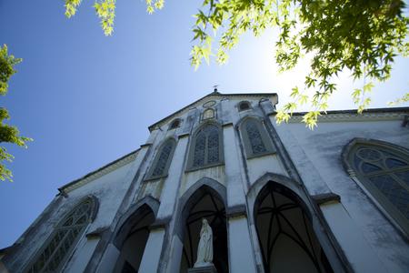 新鮮な緑の大浦天主堂 写真素材 - 42941534