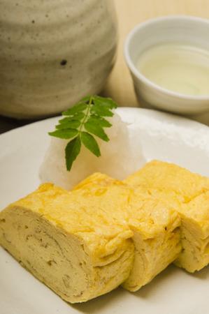 sake maki: Its egg rolls