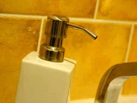 jabon liquido: Lavabo de jabón líquido
