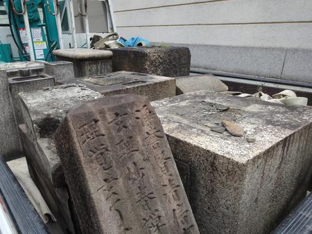 tombstones: Dismantling of tombstones