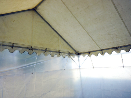 laken: Rainproof sheet of makeshift tent