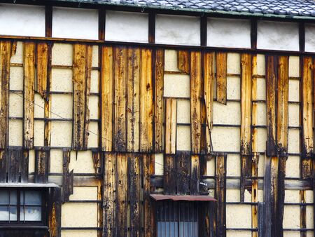 muro rotto: Private house of broken wall plate