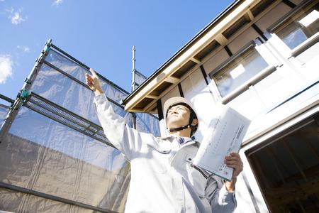 Controleer het huis in aanbouw voorman Stockfoto