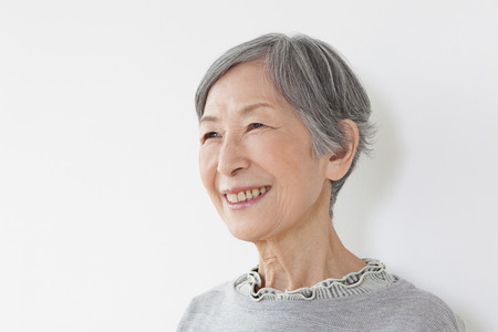 pflegeversicherung: Senior Frau Porträt