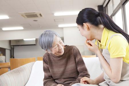 Gesprek Een verzorger met oma