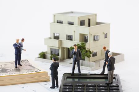 Piense en las cifras de negocio de bienes raíces Foto de archivo - 50344208