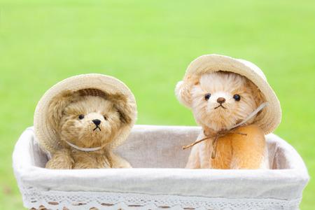 chapeau paille: Ours en peluche portant un chapeau de paille