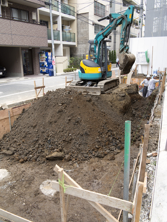 power shovel: House foundations