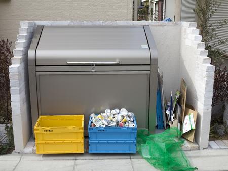 garbage collection: Garbage collection station Editorial