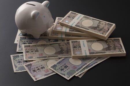 mucho dinero: facturas Vaus