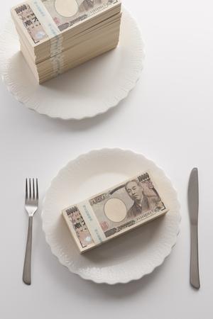 negocios comida: El dinero en un plato