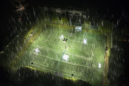 torrential: Night of the tennis court which was hit by torrential rain