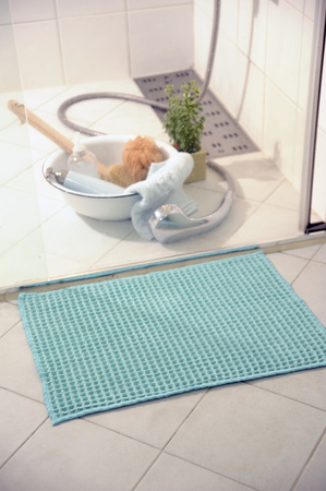 Flow bath mat