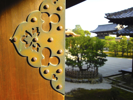 ninnaji: Imperial Palace door bracket of Ninna-ji Temple