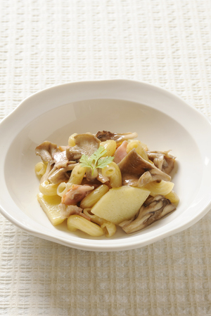 macaroni with cheese: Fried maitake mushrooms and macaroni cheese Stock Photo