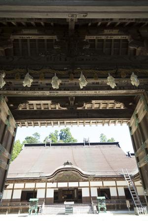 main gate: Main gate and the main hall of Kongobuji Temple