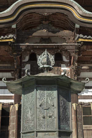 octogonal: Octagonal lantern of Todai-ji Temple Hall of the Great Buddha Editorial