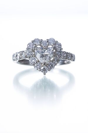 ハート型ダイヤの指輪 写真素材