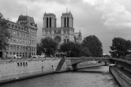 ile de la cite: Bridge over the Paris Ile de la Cite Stock Photo