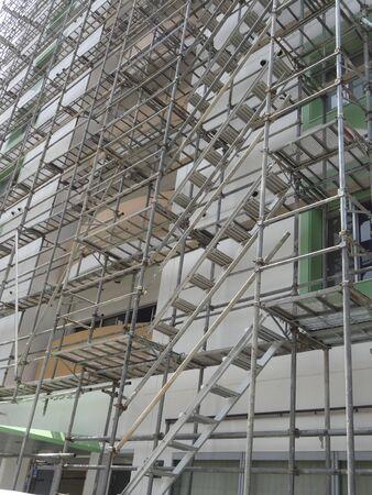 andamios: Construcción de obras de construcción de andamios Foto de archivo