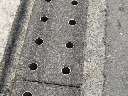 groove: Groove of the lid that opened the sidewalk hole