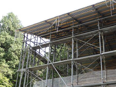 andamio: Construcción de andamios de construcción de madera Foto de archivo